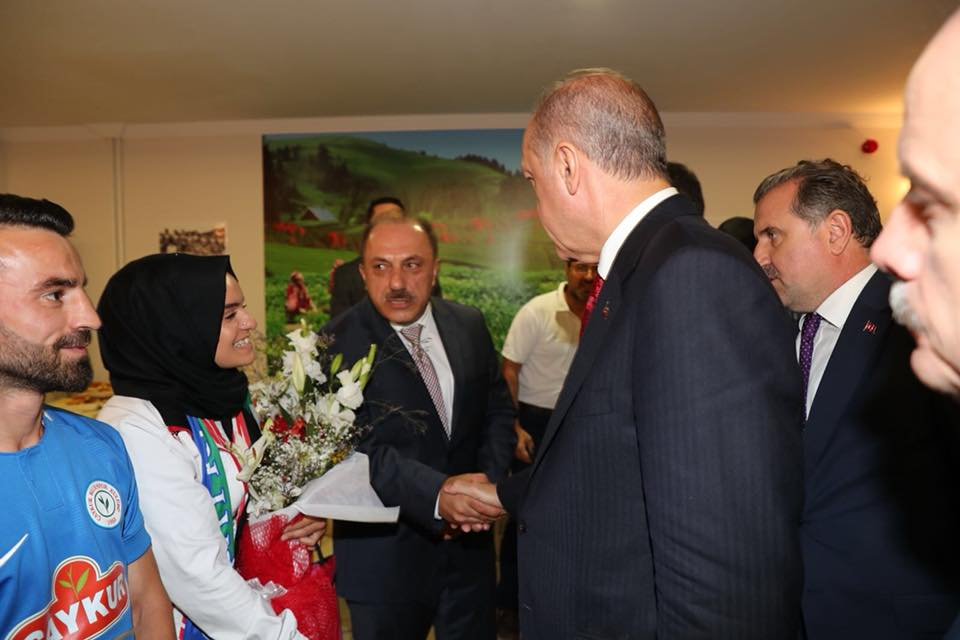 ERDOĞAN MEETS THE TURKISH RAFTING FEDERATION